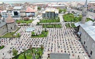 Erzurum'da 74 gün sonra ilk Cuma namazı heyecanı