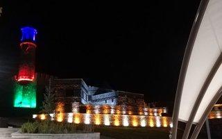 Erzurum kalesine ışıkla Azerbaycan bayrağı