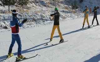 Sağlıkçılara motivasyon için kayak kursu