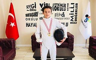 Emir Akal Eskrim'de Türkiye birincisi oldu