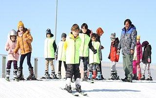Atlama kulelerine acemi kayak pisti yapıldı