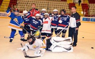 Minikler Buz Hokeyinin şampiyonu gençler!