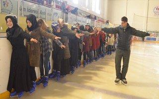 Erzurum'da öğrencilere ücretsiz buz pateni