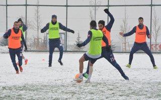 BB Erzurumspor kar altında idman yaptı