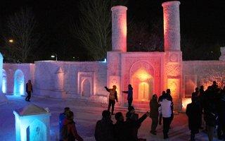 Tonlarca kar kullanılan 'Kardan Sokak' açıldı