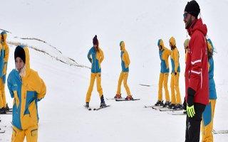 Büyükşehir'den üniversitelilere kayak kursu
