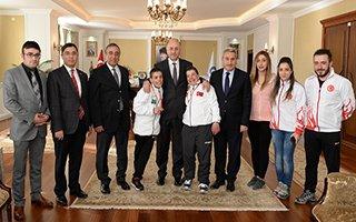 Vali Azizoğlu, özel şampiyonları ağırladı...