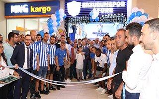 Mavi Beyaz mağaza açıldı