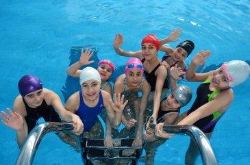 İlkokul öğrencilerine ücretsiz yüzme kursu