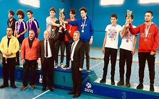 Tenis şampiyonu öğrenciler ödüllendirildi