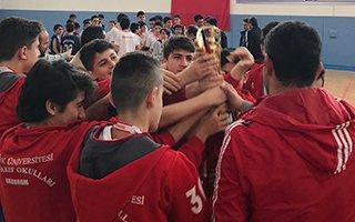 Vakıf Okulları şampiyonluğu göğüsledi