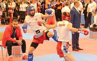 Büyükşehir'in sporcuları kick boks'ta tarih yazdı
