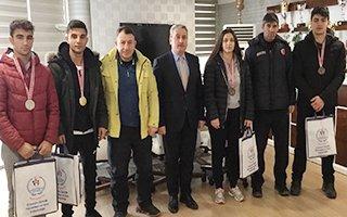 Boks ve taekwondo şampiyonları ödüllendirildi