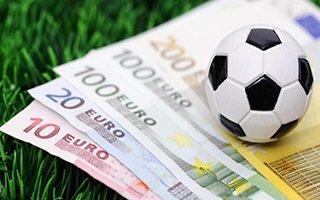 Futbolcular oynuyor menajerler para kazanıyor