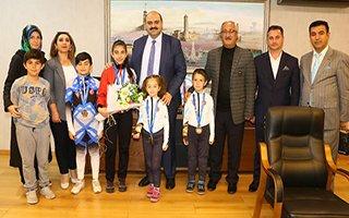 Başkan Orhan başarıyı ödüllendirdi