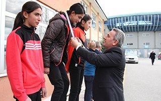Krosta şampiyon Spor Lisesi ve Karayazı oldu