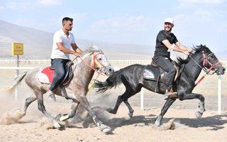 Yakutiye'de rahvan at yarışları keyfi yaşandı