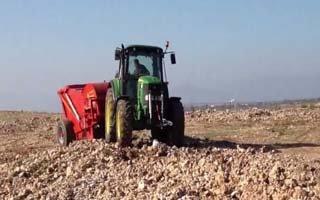 Çiftçilerin taş toplama makinesi sevinci!
