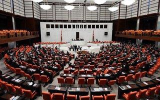 Emekli milletvekillerine maaş zammı