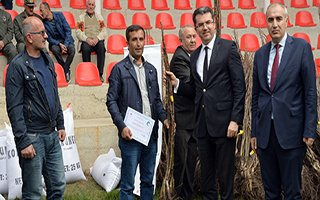 Erzurum'da 40 bin ceviz fidanı dağıtıldı