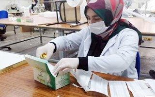 Hamidiyeli öğrenciler harıl harıl maske dikiyor