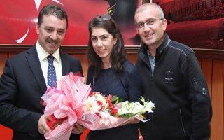 Erzurum'a gelen öğretmenlere çiçekli karşılama