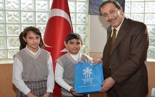 Eğitimci Başkan'dan eğitime destek