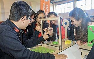 Vakıf Okulları öğrencileri matematiğe dokundu
