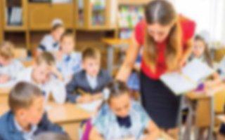 Öğretmenler yardımcı kitap aldırmak için yarışıyor