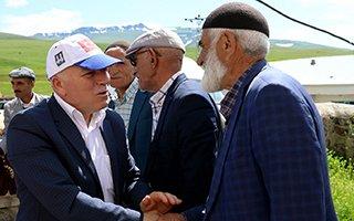 Sekmen Karayazı'da Ak yatırımları anlattı