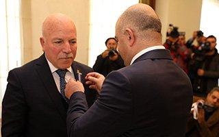 İlham Aliyev'den Sekmen'e Onur Madalyası