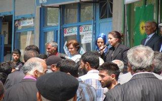 Erzurum'da Öcalan posterli barış süreci