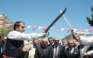 Bahçeli'ye Erzurum'da coşkulu karşılama