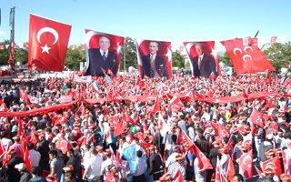 Bahçeli Erzurum'da Erdoğan'a yüklendi