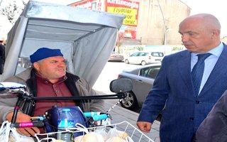 Milletvekili Ilıcalı Vatandaşa Limon Dağıttı