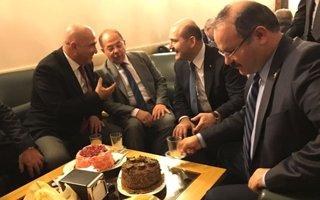 Bakan Akdağ'a sürpriz doğum günü