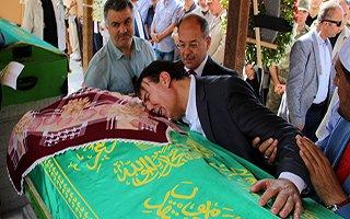 Gözyaşlarına boğulan Aydemir'i Akdağ teselli etti