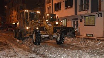 Yakutiye'de gece-gündüz karla mücadele