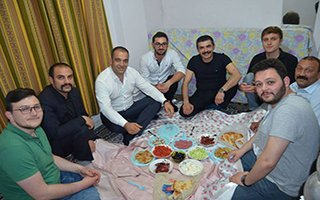 Gençler çağırdı, MHP'li Yurdigül koşa koşa gitti...