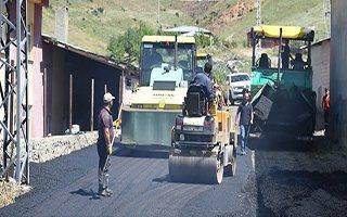 Yakutiye'de 31 derece sıcakta asfalt hizmeti