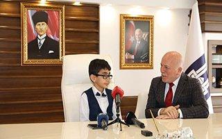 Başkan Sekmen koltuğu Özmen'e devretti
