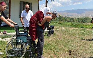 Yakutiye Belediyesi hasta yaşlı kadına sahip çıktı