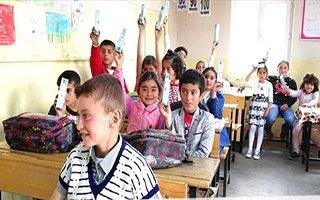 Büyükşehir'in gezici aracı okulları dolaşıyor