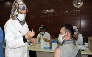 Erzurum OSB'de yerinde aşı uygulaması