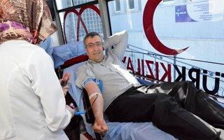 Palandöken belediyesi çalışanları kan verdi