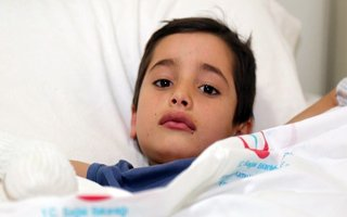 Afganlı Çocuk Son Anda Donmaktan Kurtarıldı
