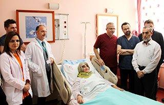 Kalbe giden damarı yırtılan kadına anjiyo ameliyat