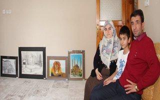 İlk Sergisini Ailesine Açtı