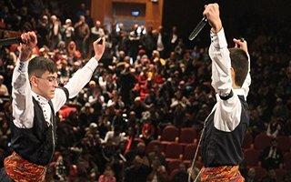 Erzurum'da halk oyunları rüzgarı esti
