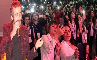 Öğrenciler Resul Dindar Konseriyle Coştu
